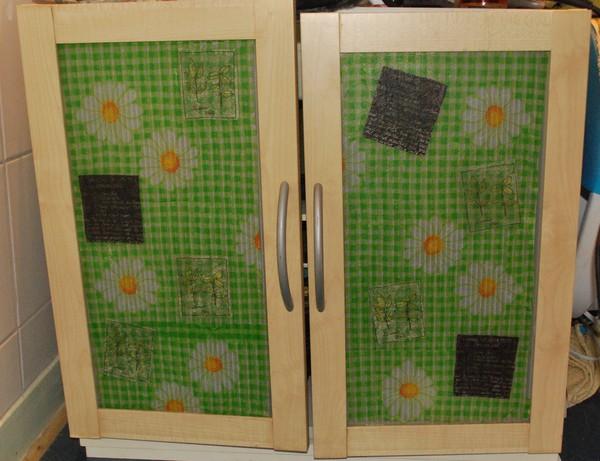 un champ de fleur dans la salle de bain. Black Bedroom Furniture Sets. Home Design Ideas